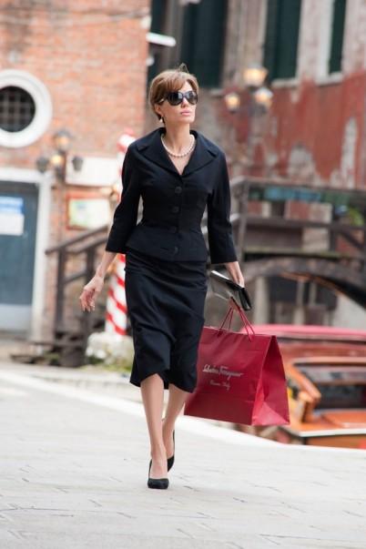 Angelina_Jolie_the-_Tourist_outfits