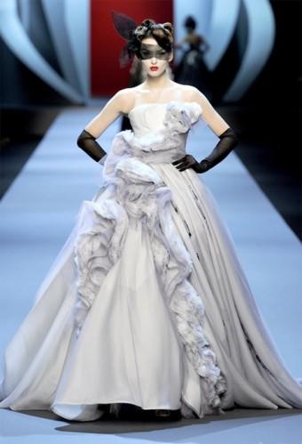 christian-dior-haute-couture-spring-summer-2011-9-e1298510951672